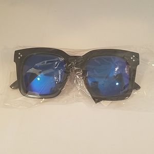 Kiss Accessories - LARGE SQ Black Frame BLUE mirror leNS NEW